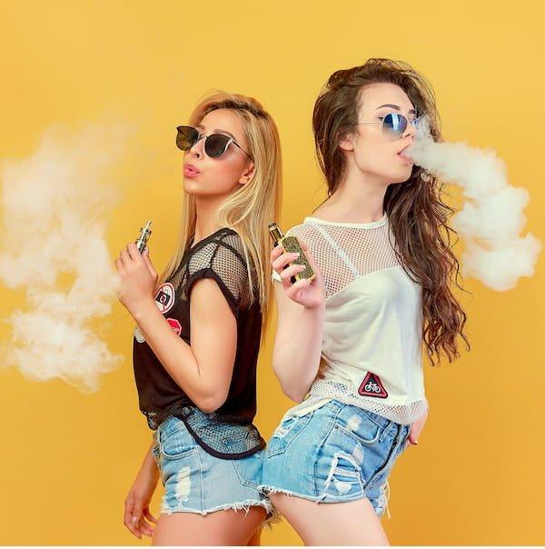 femmes et cigarette electronique